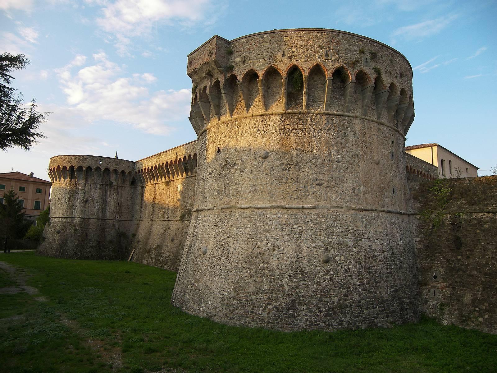 Sarzana-citadel-defence-bastion.jpg