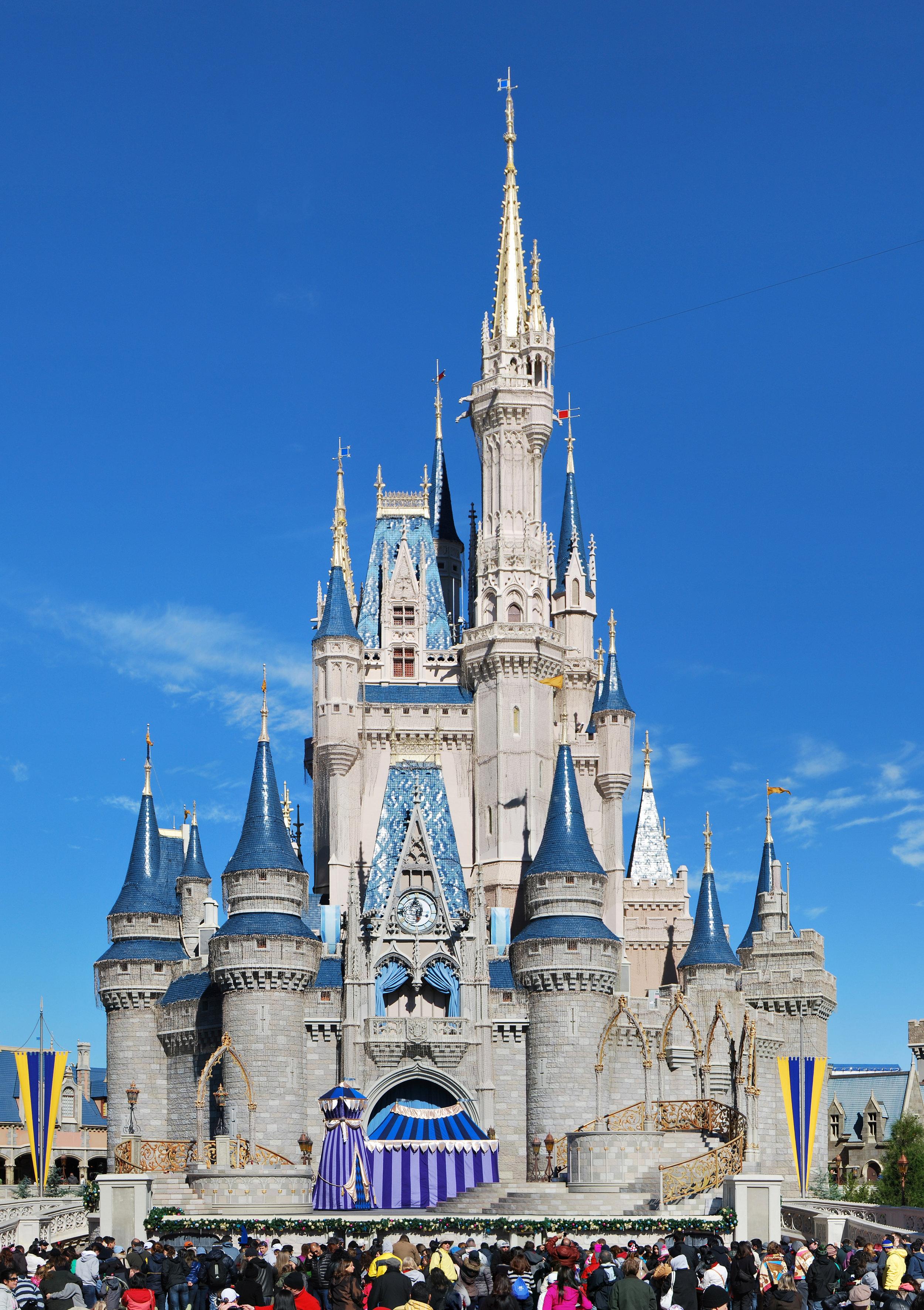 Cinderella_Castle_2013_Wade.jpg