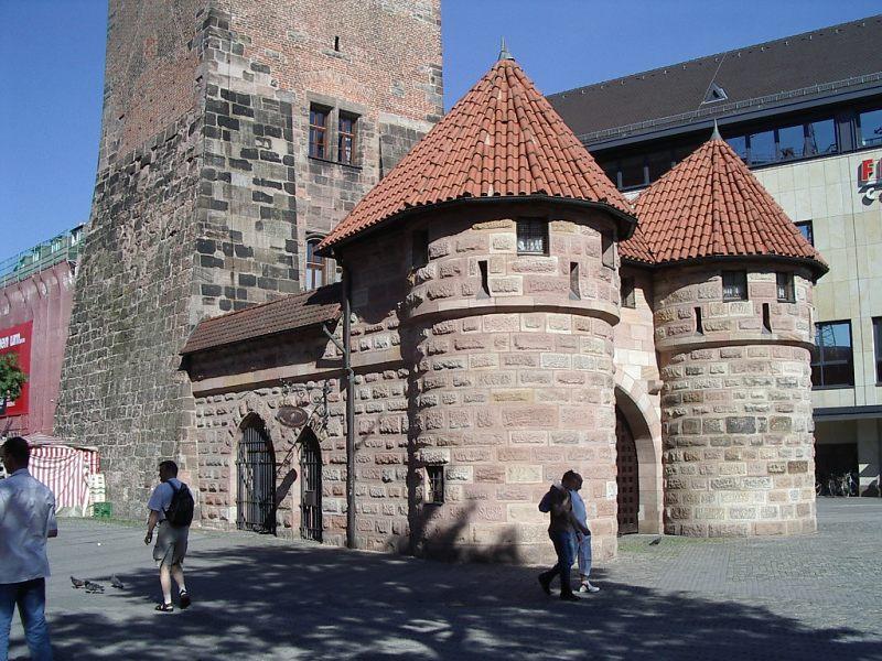 Barbican - Nuremberg_White_Tower_f_w.jpg
