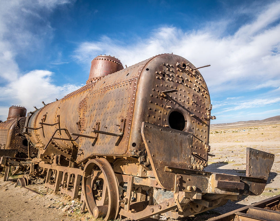 Desolate-Beauty-of-These-Abandoned-Locomotives-In-Bolivian-Desert-1.jpg