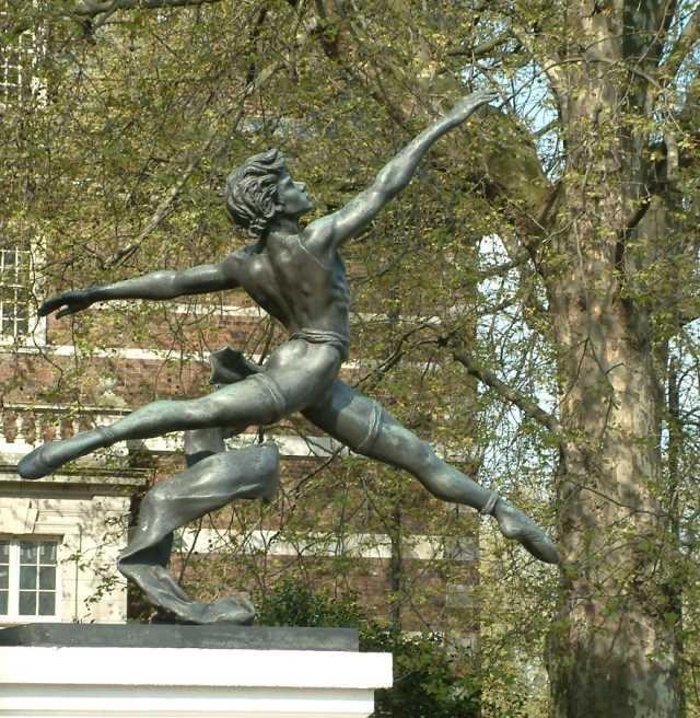 Jeté_-_Statue_by_Enzo_Plazzotta_-_Millbank_-_Westminster_-_London_-_240404.jpg