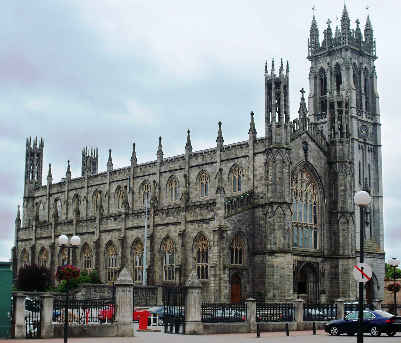 4, Saint Patricks Pro-Cathedral ... Duff modelled the exterior on the Chapel of King's College, Cambridge.JPG