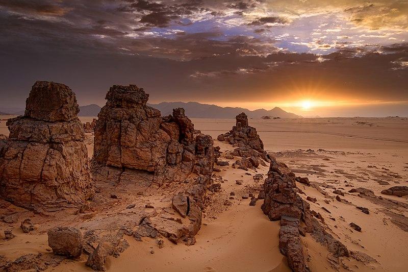 800px-Sunrise_Djanet.jpg