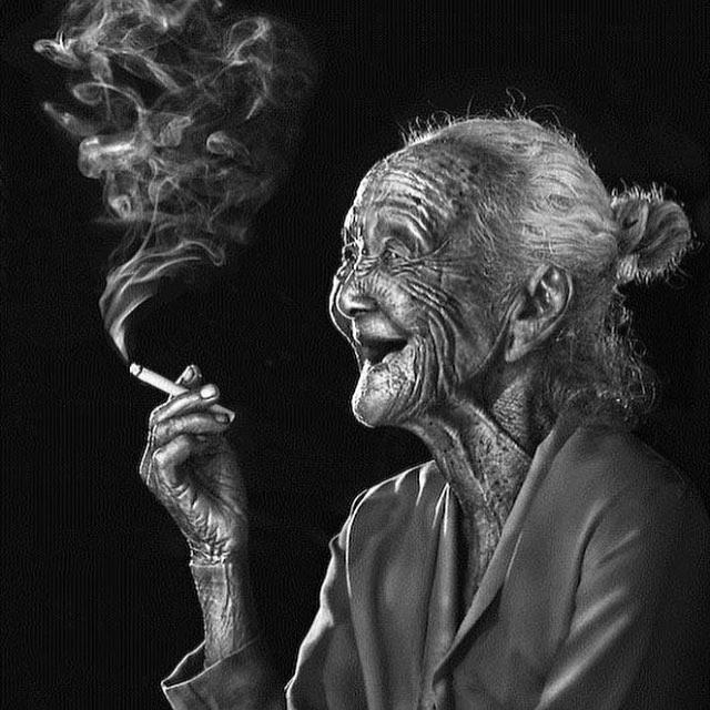 ⭐️#blacklisted #woman #oldiesbutgoodies #smokebreak #happy #living #life #noregrets #wise