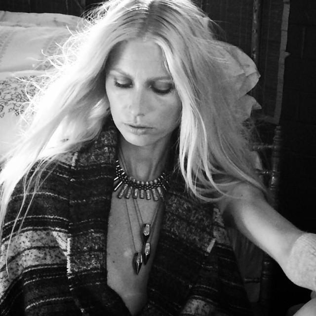 ⭐️#blacklisted #diamonds #jewelry #beautiful #kirstyhume #blonde #amazingteam #ragcuffs @amyneunsinger @kateprop @lacydressesvintage @julie_figueroa