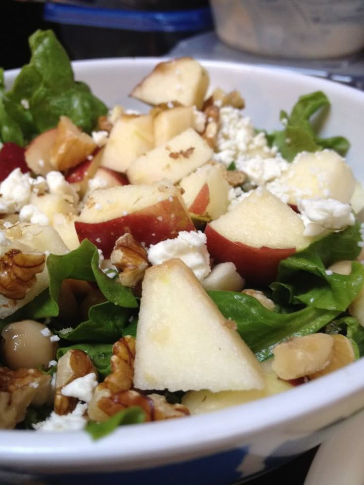 Spinach, apple, dried cranberries, chicken, gorgonzola crumbles, lowfat Cranberry Walnut Gorgonzola dressing. Also add to your liking: walnuts, broccoli, beets, slivered almonds, mushrooms and cucumber.