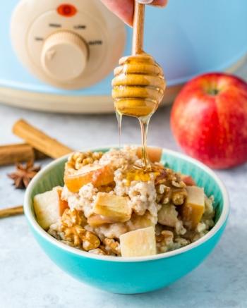 Clean-Slow-Cooker-Apple-Pie-Oatmeal-819x1024.jpg