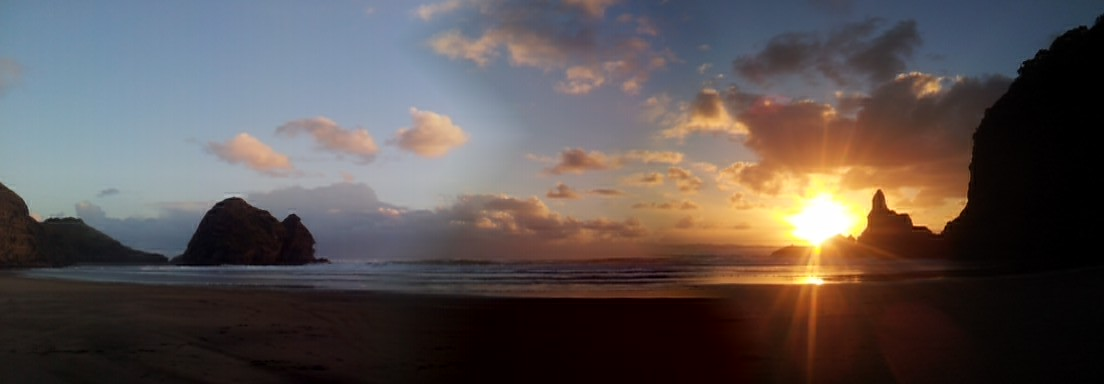 Piha surf beach