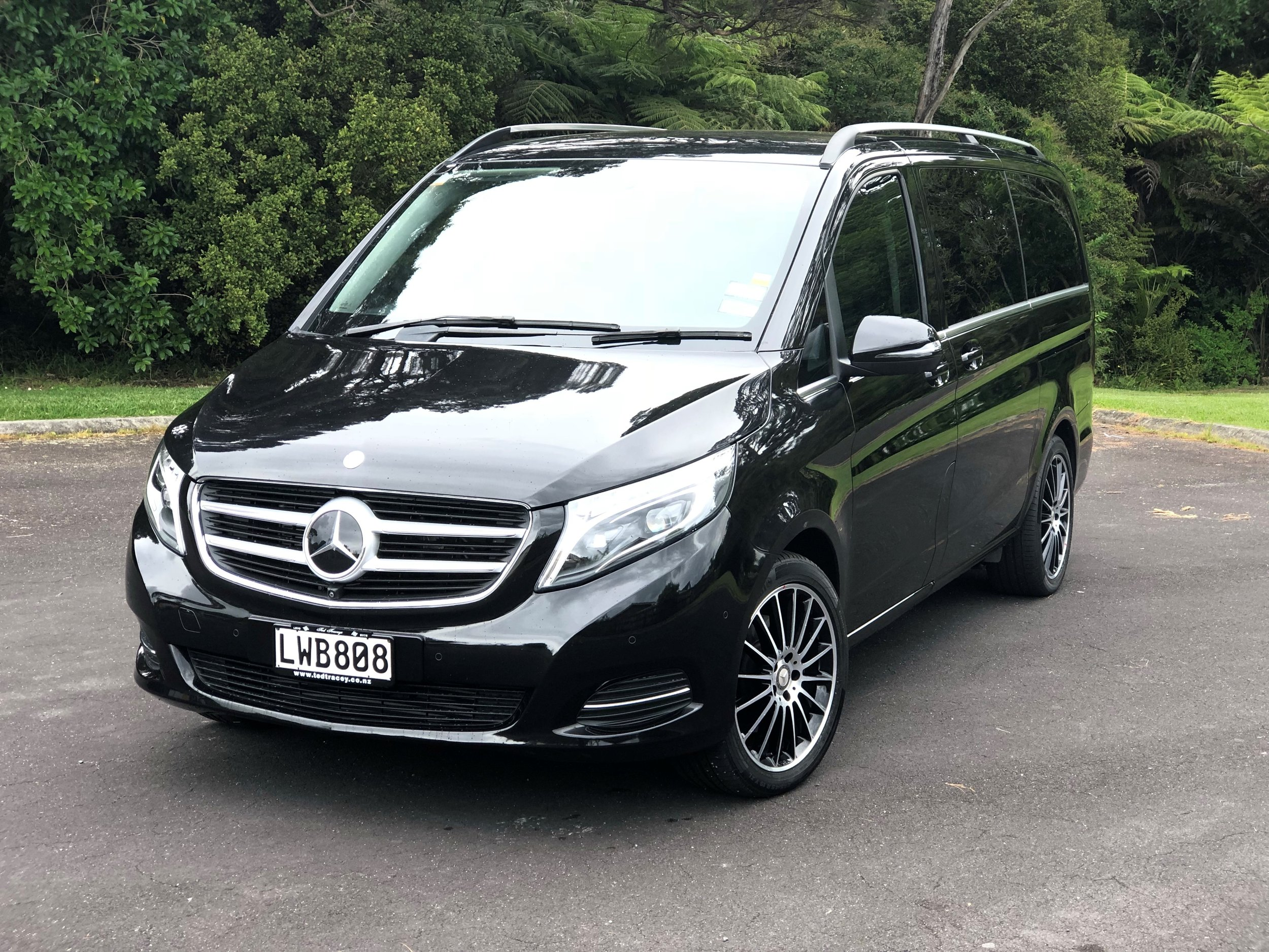 Copy of Mercedes V250 7-passenger luxury minivan