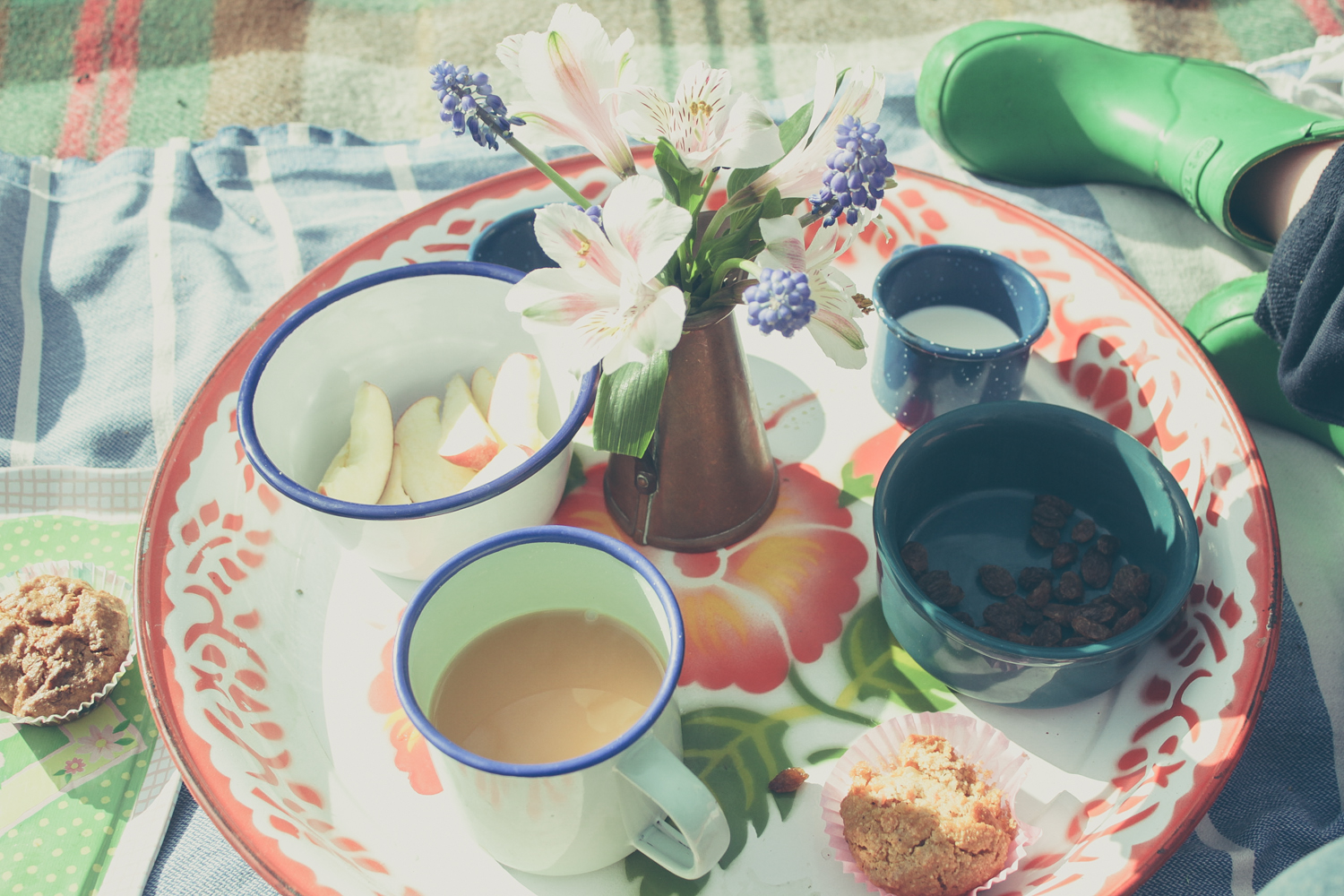 Tea in the garden | Seeds and Stitches blog