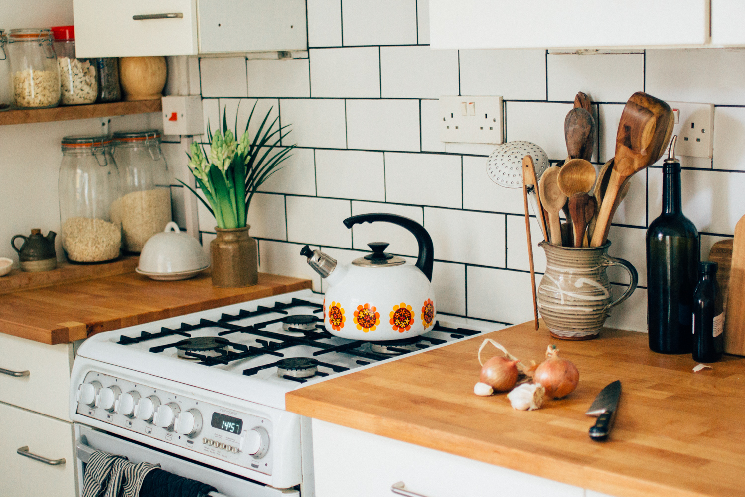 Budget rental kitchen makeover | Seeds and Stitches blog