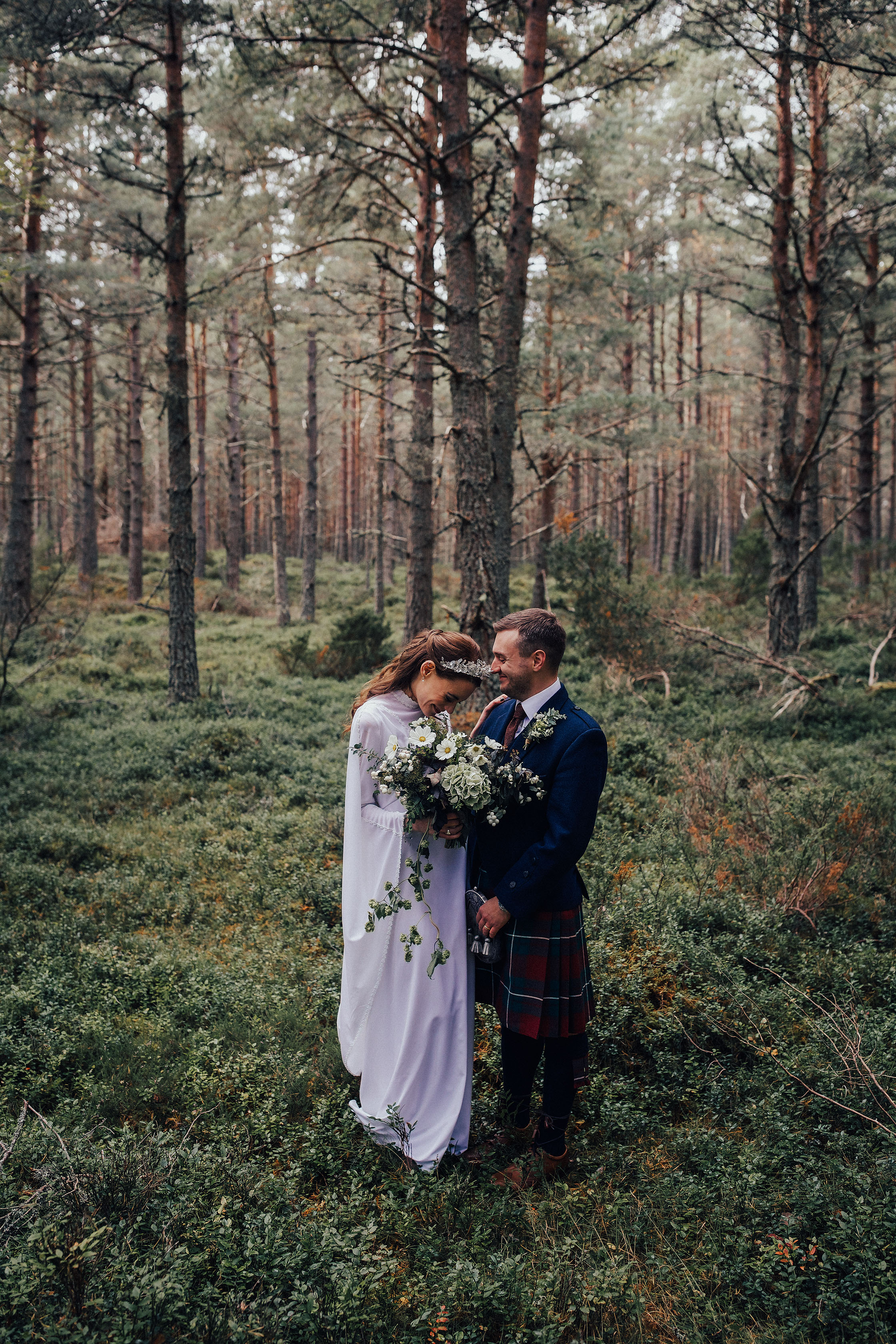 LOCH_GARTEN_DIY_WEDDING_PJ_PHILLIPS_PHOTOGRAPHY_142.jpg