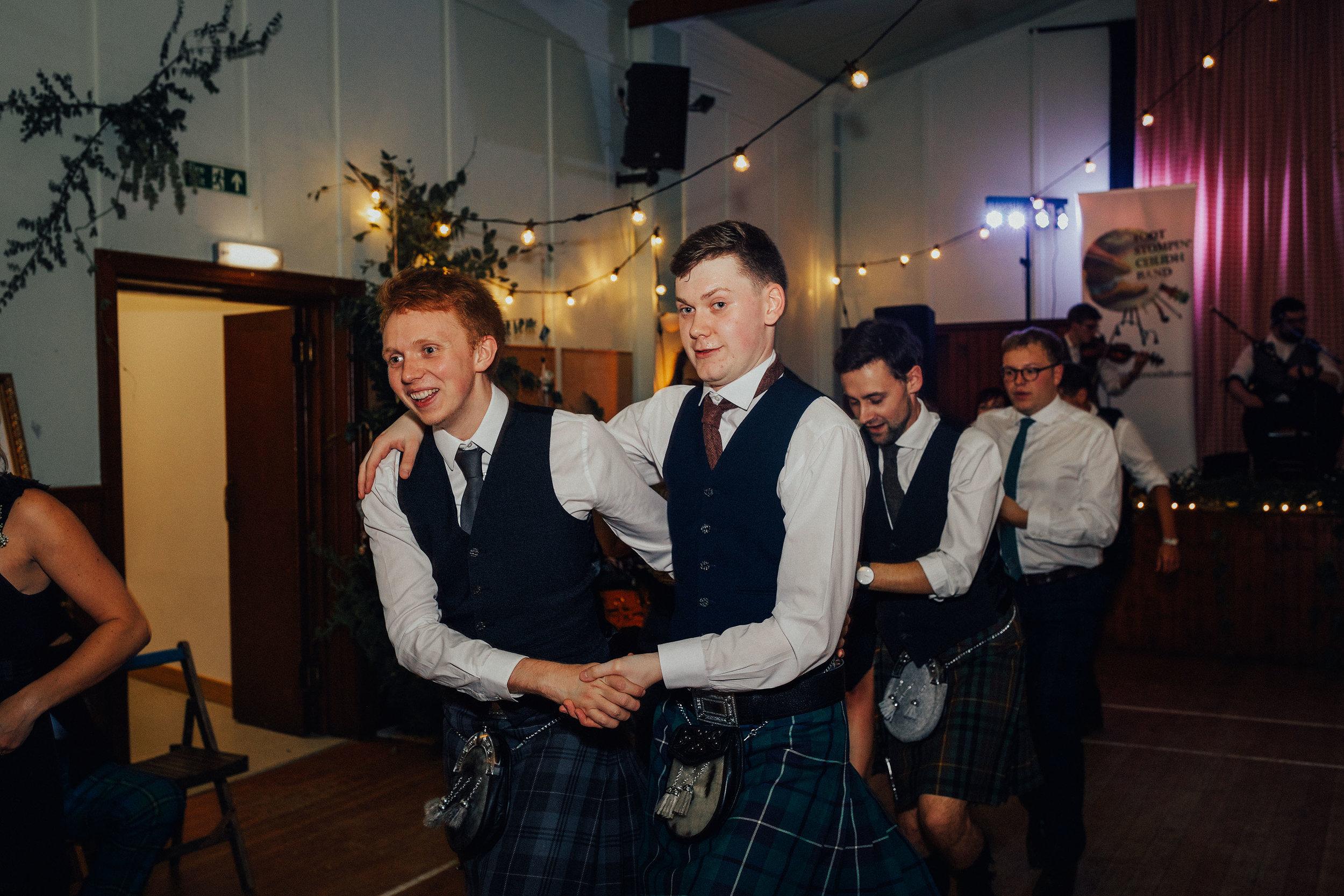 LOCH_GARTEN_DIY_WEDDING_PJ_PHILLIPS_PHOTOGRAPHY_241.jpg