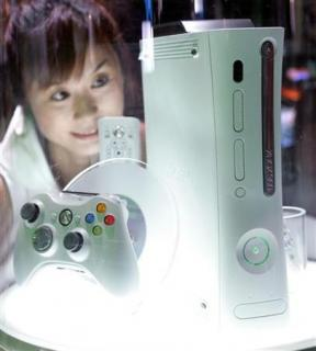 Hand over the the controller, girl gamers say      Reuters