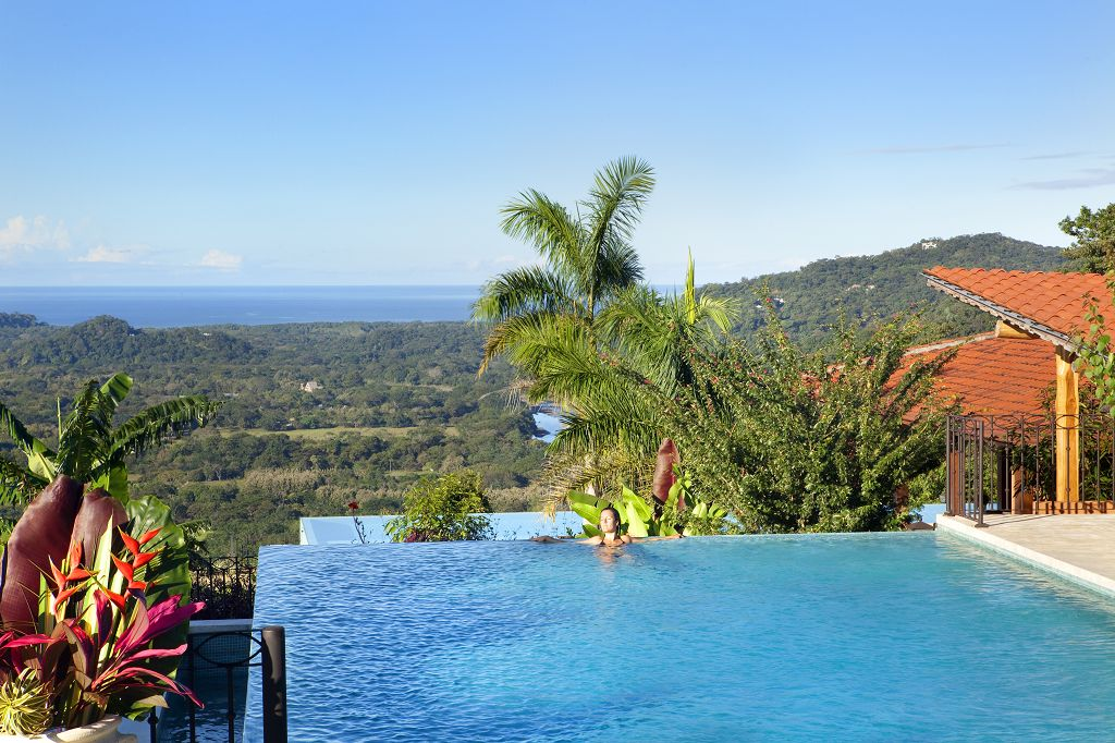 komp-FincaAustria_Villa Mariposa_pool-2.jpg