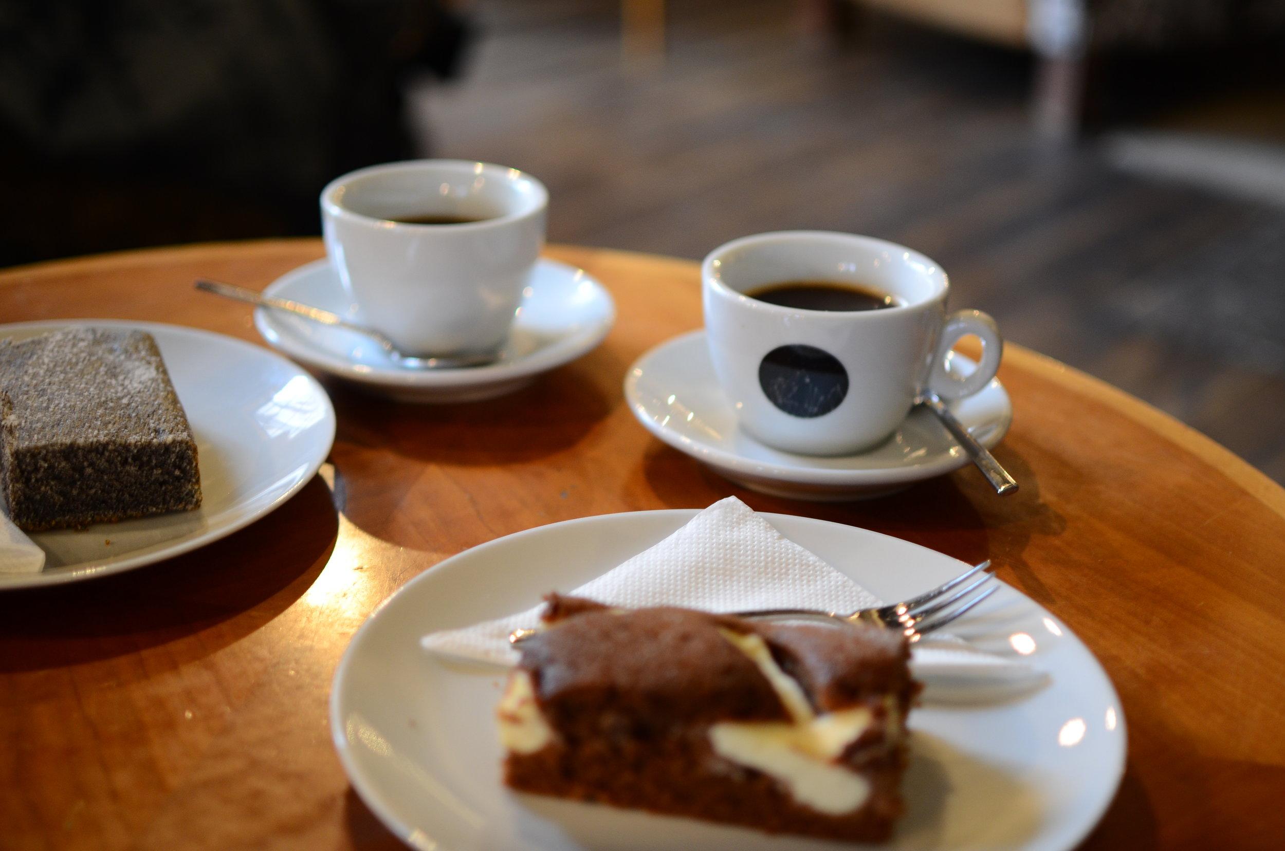 coffee and cake warm up