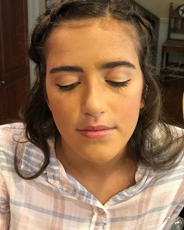 Natural glow was the theme of prom girls this year and I loved it! 🤩 . . . . #mua #makeuplife #makeuplooks #makeup #makeupartist #makeupoftheday #naturalmakeup #teenmakeup #prommakeup #prom2019 #newjerseymua #njmua #naturalmakeup #beauty #beautymakeup #gold #juniorprom