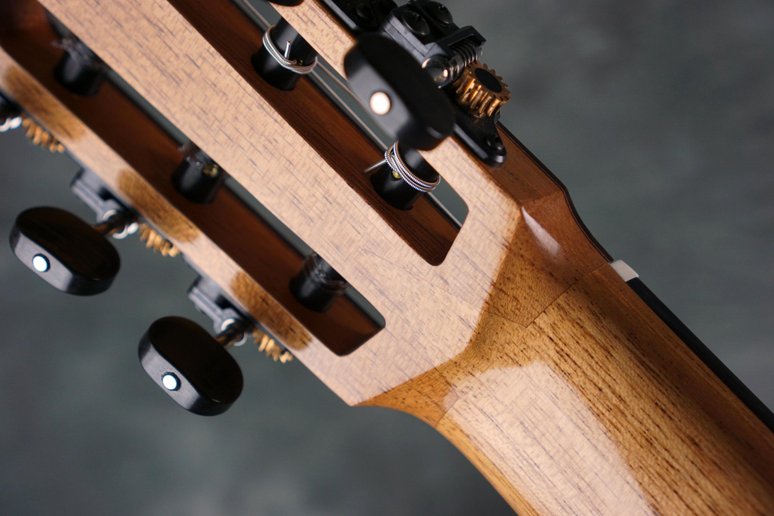 Classical guitar v joint standard