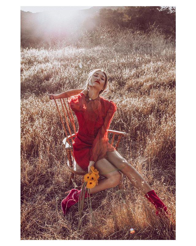In the loving weekend.  Photo | @rex.shooter Stylist | @ervinatopalli  Make up & Hair | @sea.anait  Model | @marinaami ..... #fashion #pink #folkportraits#ftmedd#pinkboots #silkdress #bravogreatphoto#editorialmakeup #musephoto#tangledinfilm#portraitcentral#agameoftones#quietthechaos#goldenhour #editorialphotography #makeportraits#portraitpage#field #portraits_mf#featuremelea#humansmagazine#featuremeseas#pursuitofportraits#theportraitpr0ject#kdpeoplegallery#ftwwne#globe_people