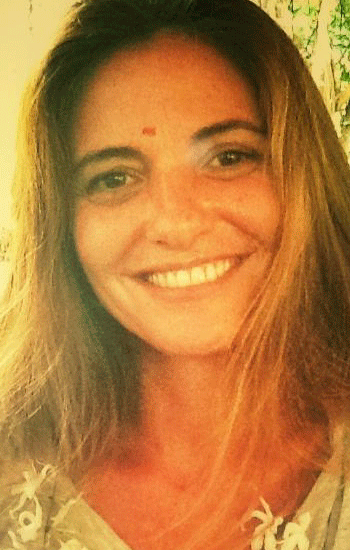 Melania is an Argentinian journalist and yoga teacher living in Madrid. After several years with us, she teaches and conducts workshops on the Kaula system around Spain.