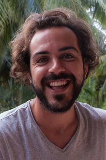 Roberto comes from Colombia. He dedicates his time studyingTantra philosophy and translating Tantric texts in to Spanish