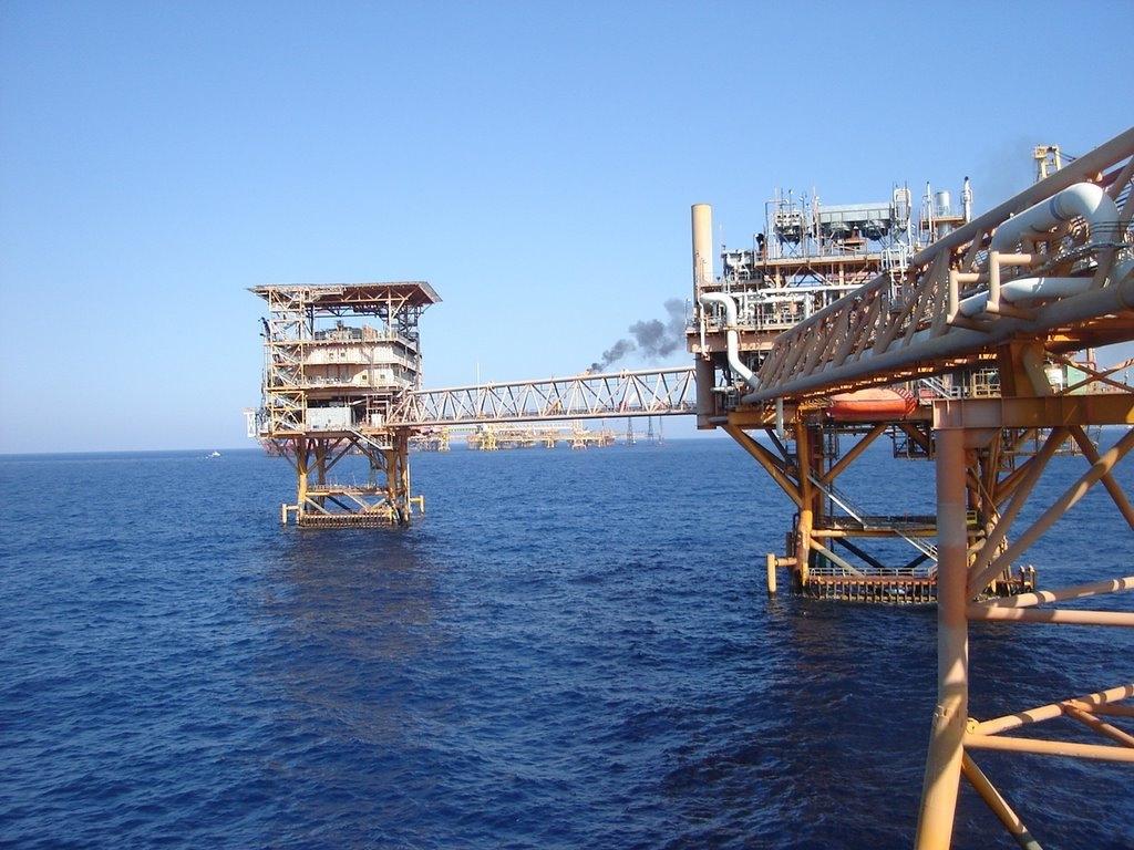 oilplatfaformamexicocamp.jpg
