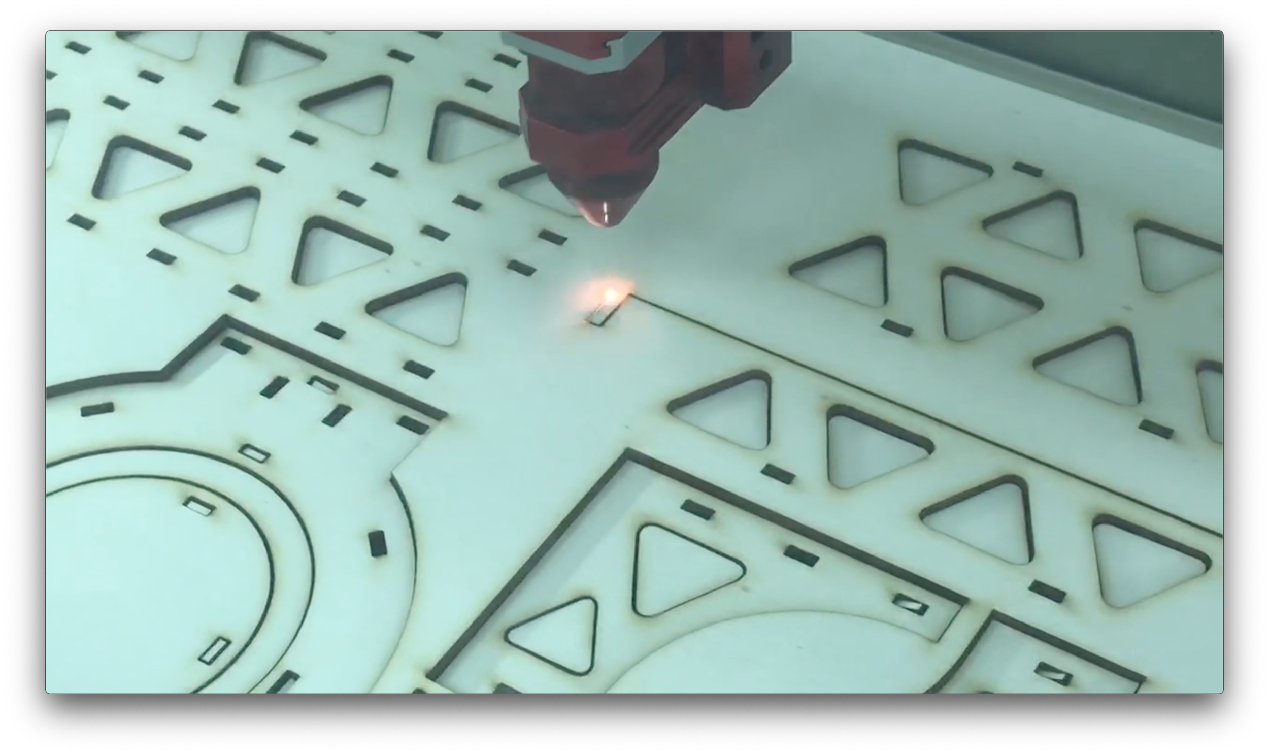Laser-cutting the pie holder