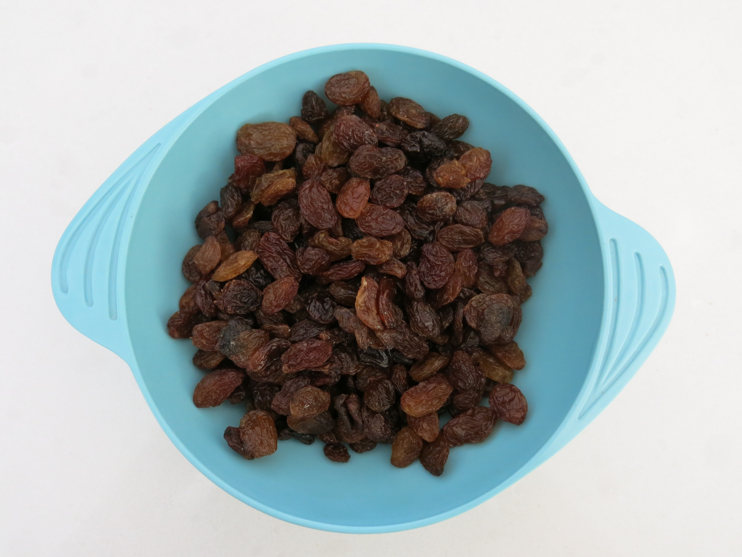 Here's what a cup of raisins looks like. In case you weren't sure.