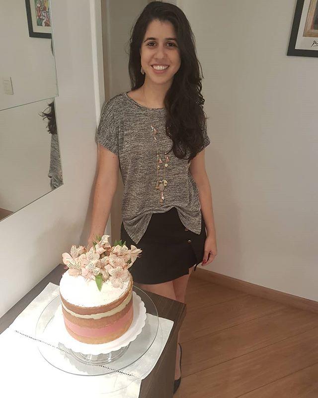 31 anos com amor 😍😍 e com a melhor surpresa: meu amor @primedeiros_  veio de Fortaleza e ainda com um bolo lindo ❤#happybirthday #love #happy