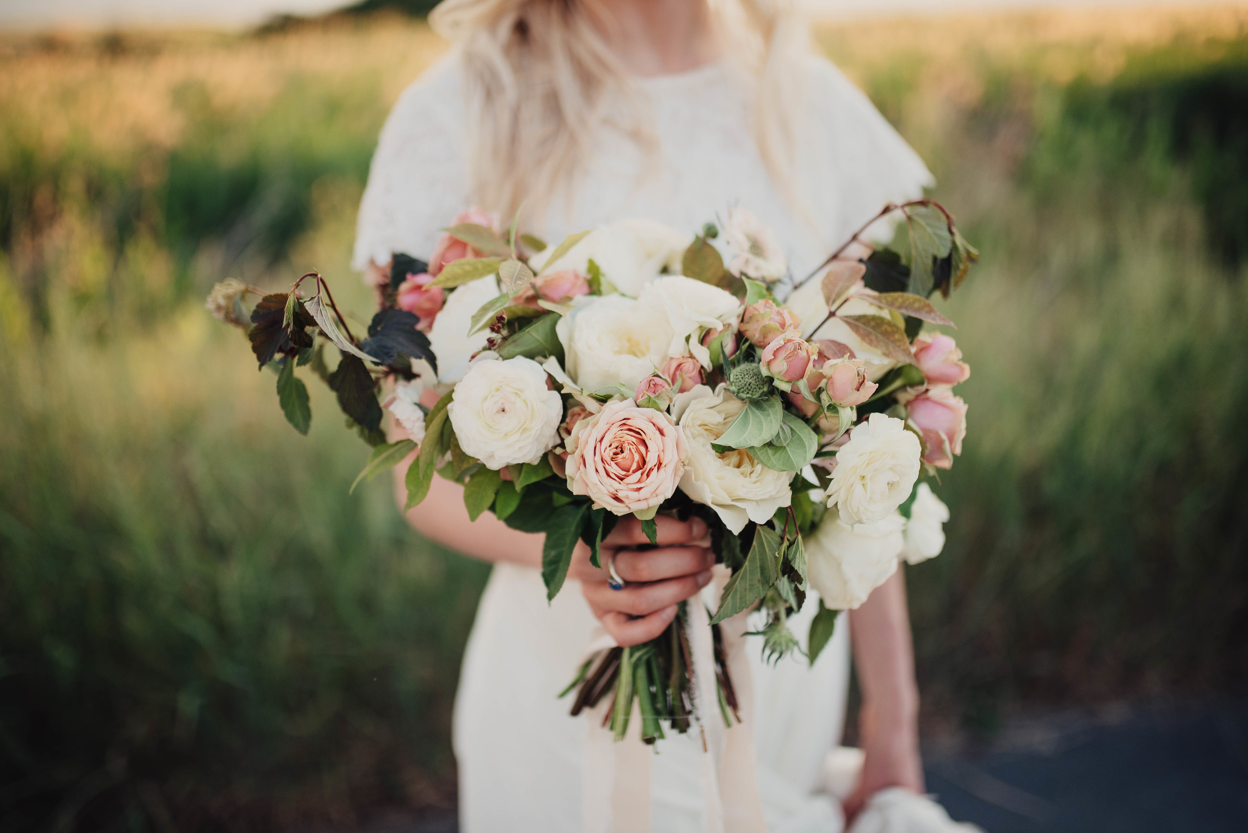 White, pink, neutral bouquet