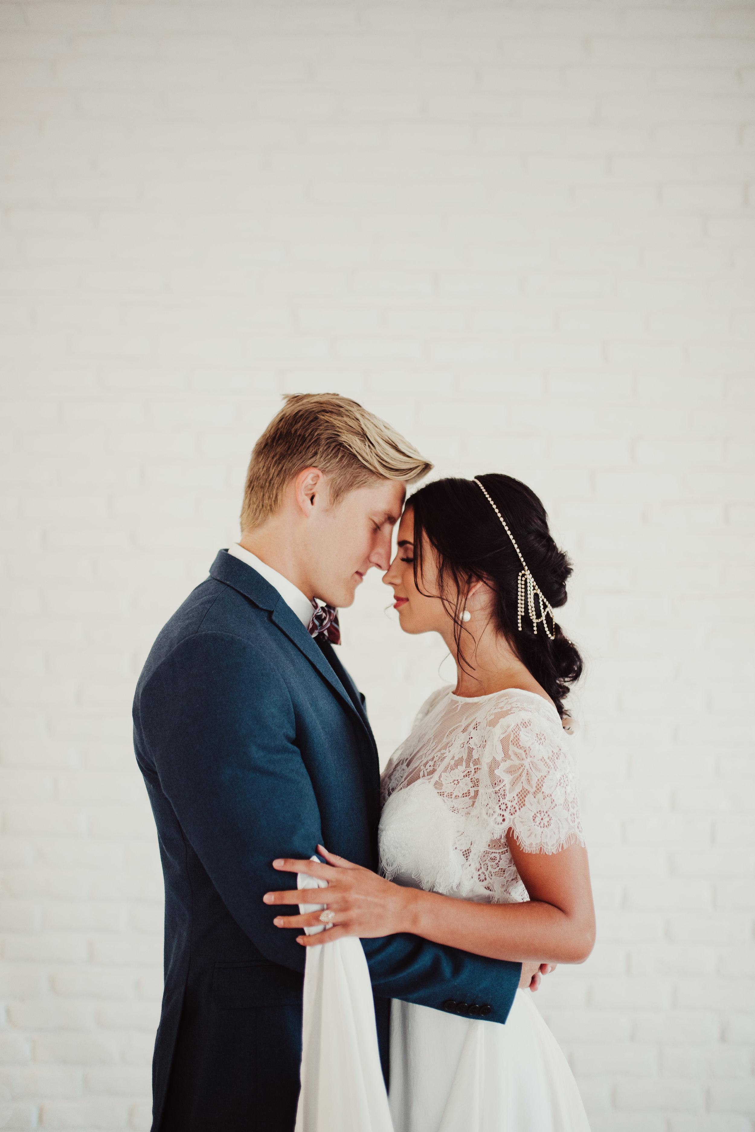 natalie-wynn-design-lace-wedding-gown.jpg