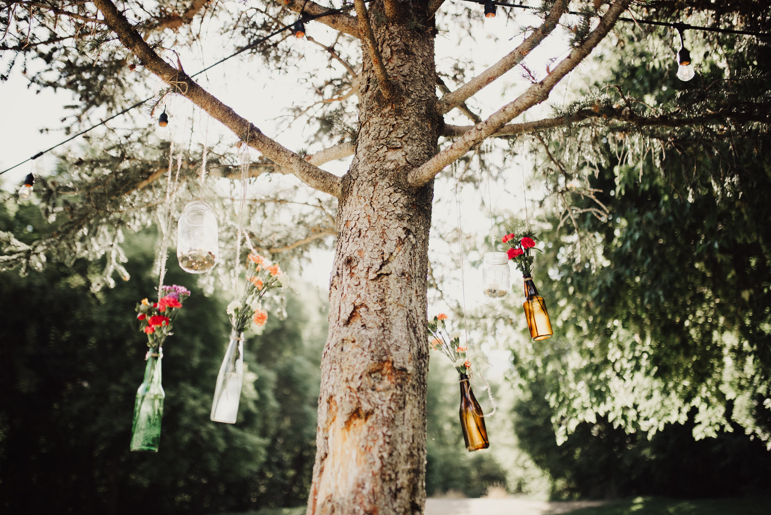 floral-wedding-jars-strung-on-trees.jpg