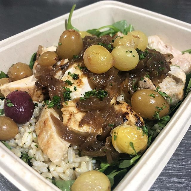 Skillet Chicken, Caramelized Onions and Grapes, Arugula, Brown Rice #miami #miamibeach #innerfueled #innerfuelyourself #cleaneats #fit #fresh #delivery #coconutgrove #brickell #wynwood #coralgables #yumyumyum #fitlifestyle #miamifooddelivery #miamifoodporn #miamifoodie #madefromscratch #healthy #chef #organic #paleo #glutenfree #fortlauderdale #foodporn #plantbased #southbeach #northbeach #designdistrict