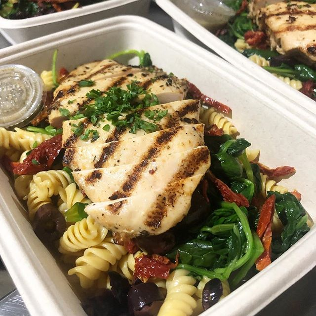 Mediterranean Chicken Over Penne Pasta with Olives, Sundried Tomato, Spinach #miami #miamibeach #innerfueled #innerfuelyourself #cleaneats #fit #fresh #delivery #coconutgrove #brickell #wynwood #coralgables #yumyumyum #fitlifestyle #lifestyle #miamifoodporn #miamifoodie #madefromscratch #healthy #chef #organic #paleo #glutenfree #fortlauderdale #foodporn #plantbased #southbeach #northbeach #designdistrict