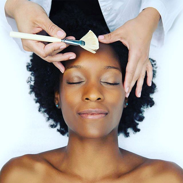 Schedule your free @dermalogica Face Mapping® a professional consultation that reveals your skin's past, present & healthiest future. #besignature #texas #elpaso #bride #houston #hairstyles #afrohair #austin #beautiful #sanantonio #dallas #skincare #modernsalon #hair #hairstylist #beauty #facial  #skin #esthetician #bridal #skincareroutine