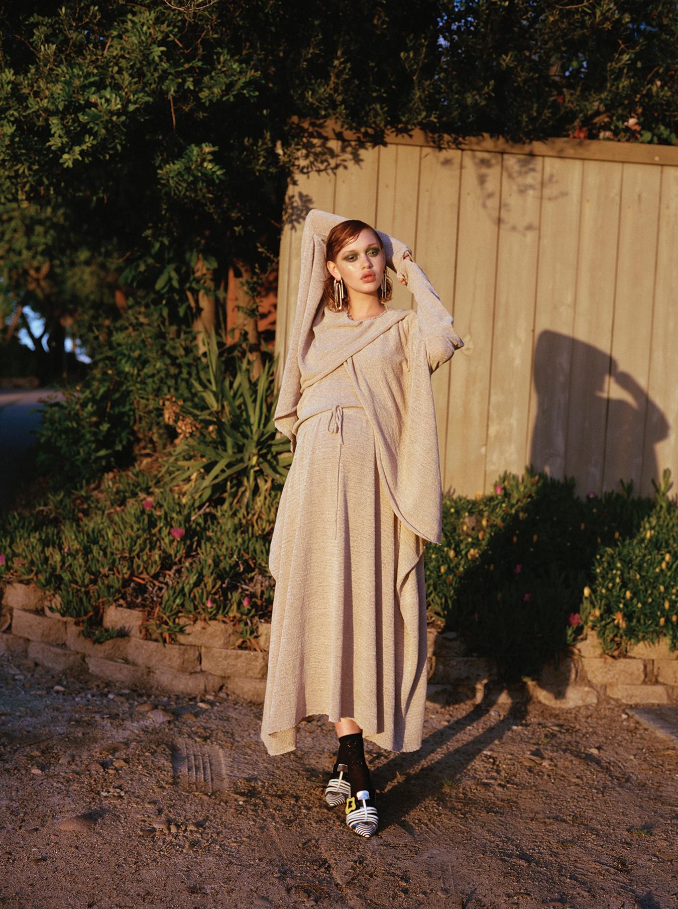 Stella McCartney  Dress   Pierre Hardy  Shoes    Jennifer Fisher  Earrings