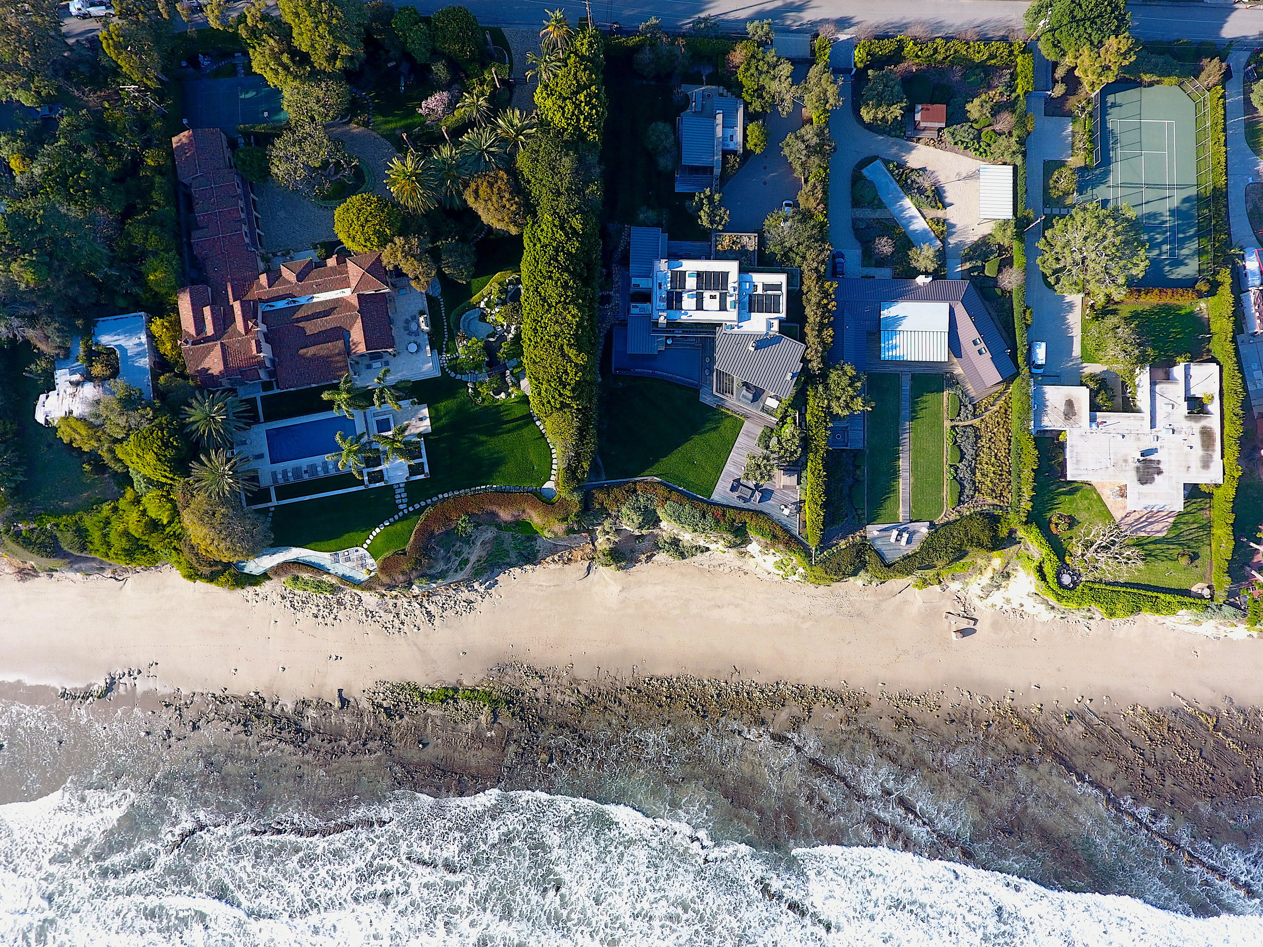 The first houses on Point Dume began sprouting up in the 1940s following WWII, and were largely modest and working-class.