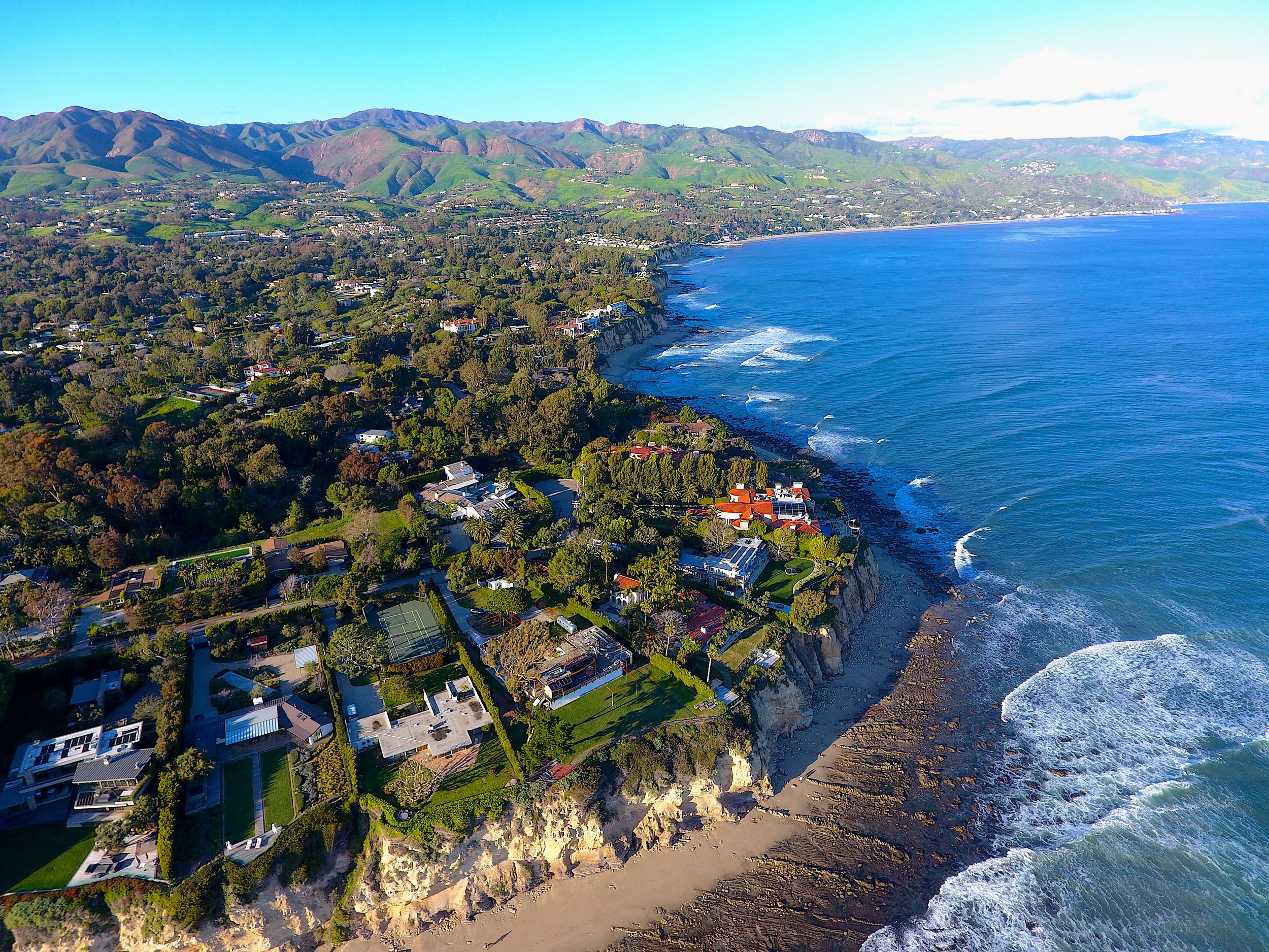 One of the most coveted features in Point Dume are the numerous private access points to Little Dume which require a resident key for entry.