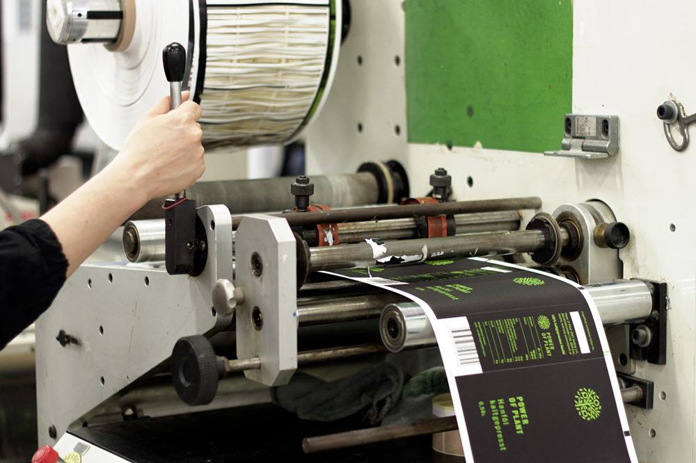 Label printing at Etikgraf, photos by Mia Marić
