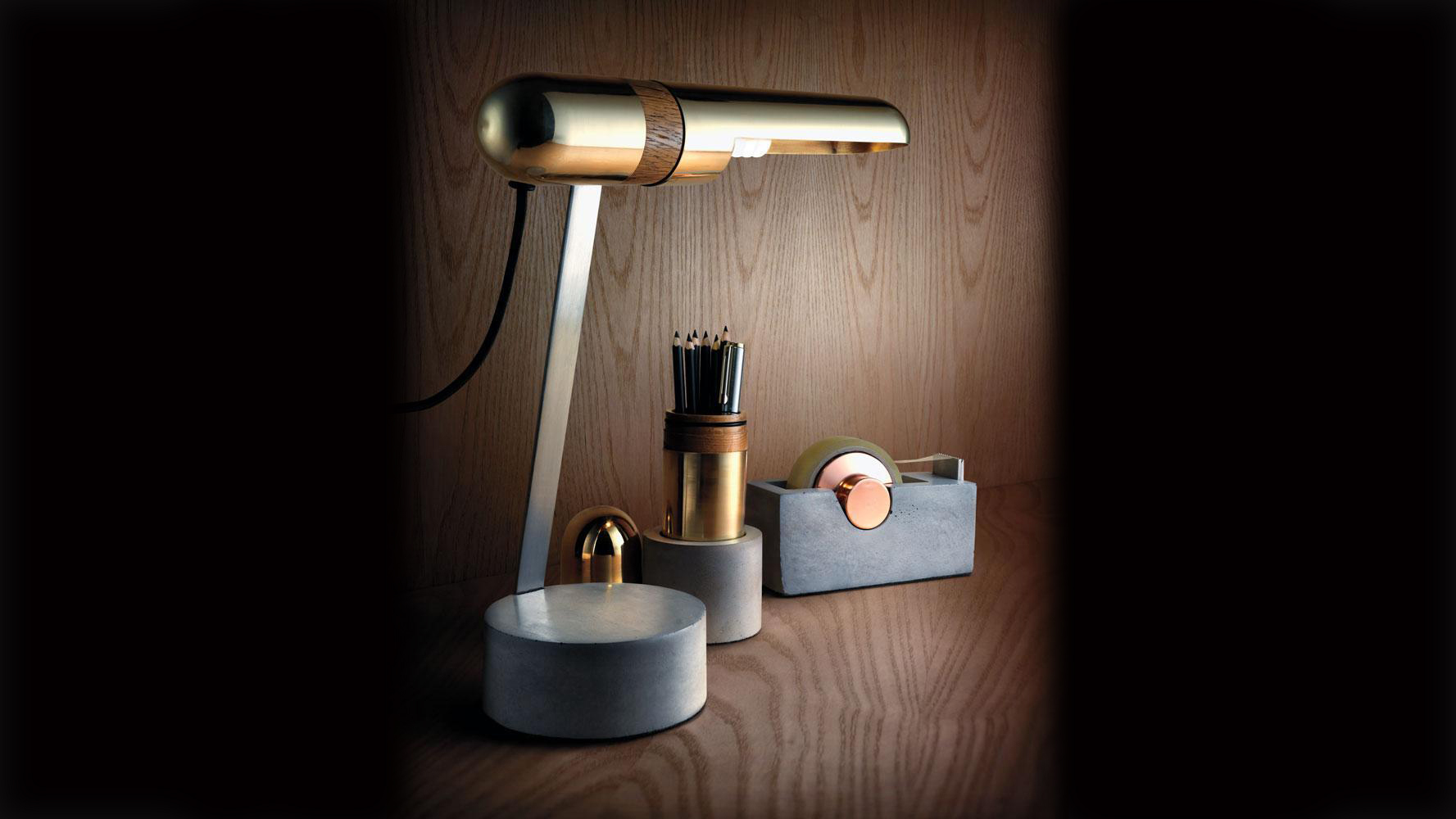 James plant studio - plant and moss- Akita Desk Set De Jour 1050x350px.jpg