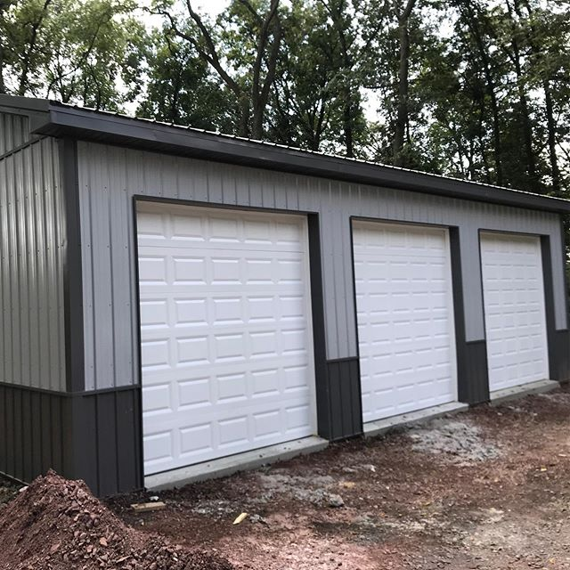 Here's a couple projects we have been working on the past two weeks.  #zawadaenterprises #polebarn #polebarns #polebuilding #polebuildings #postframe #postframehouse #postframeconstruction #garage #garagelife #metalsiding #metalroofing #concretefloors #whenqualitymatters #wegetitupquick #buildwiththebest #pavillion