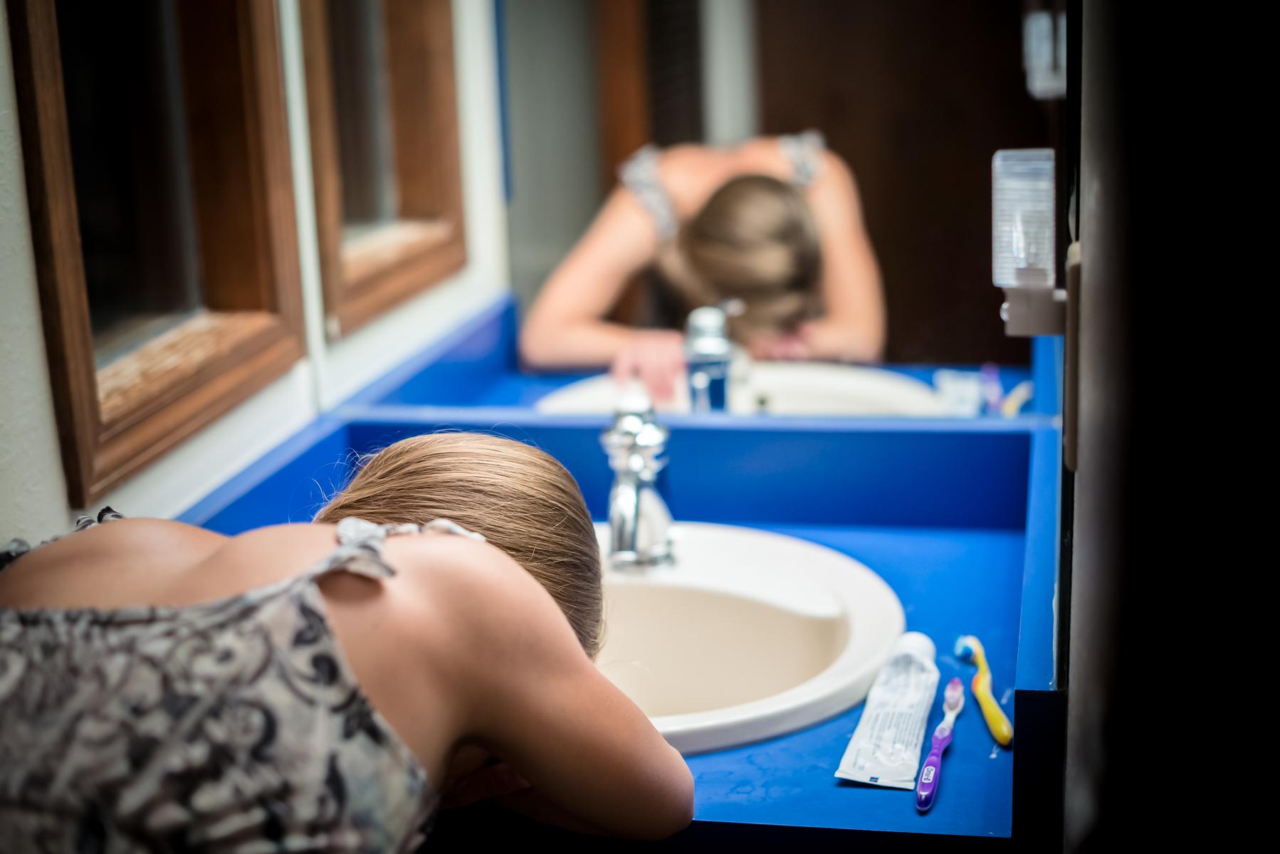 Colorado-springs-birth-photographer-home-birth-bathroom