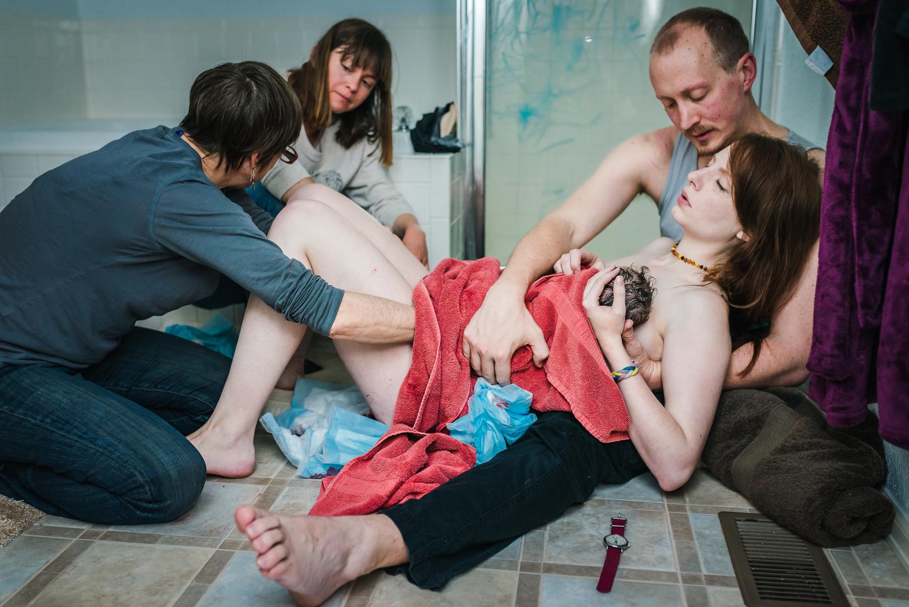 breastfeeding-images-birth-photographer-homebirth