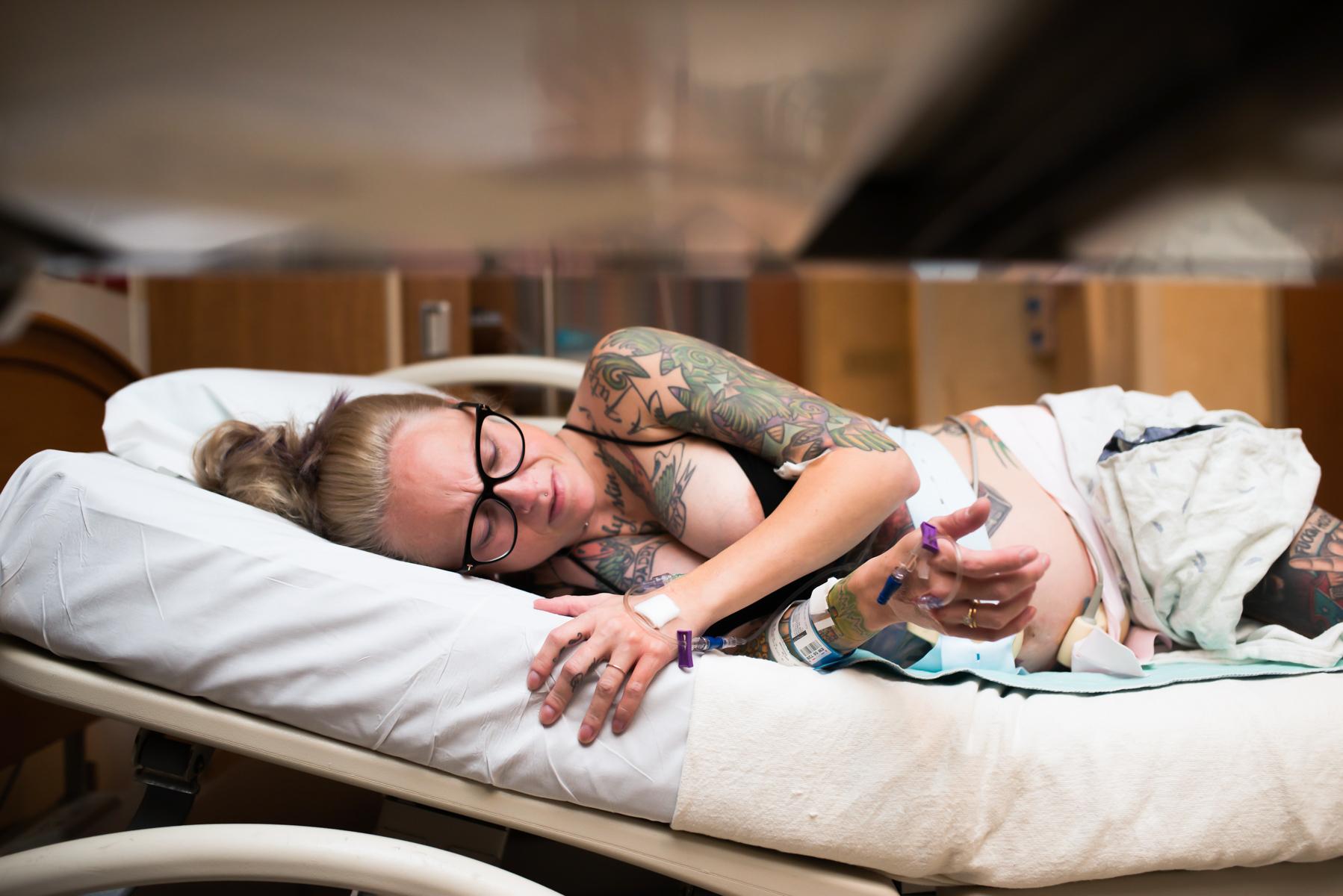denver-birth-photographer-mom-labors-tattoos