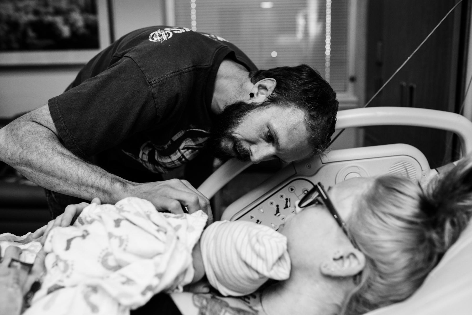 denver-birth-photographer-dad-sees-baby