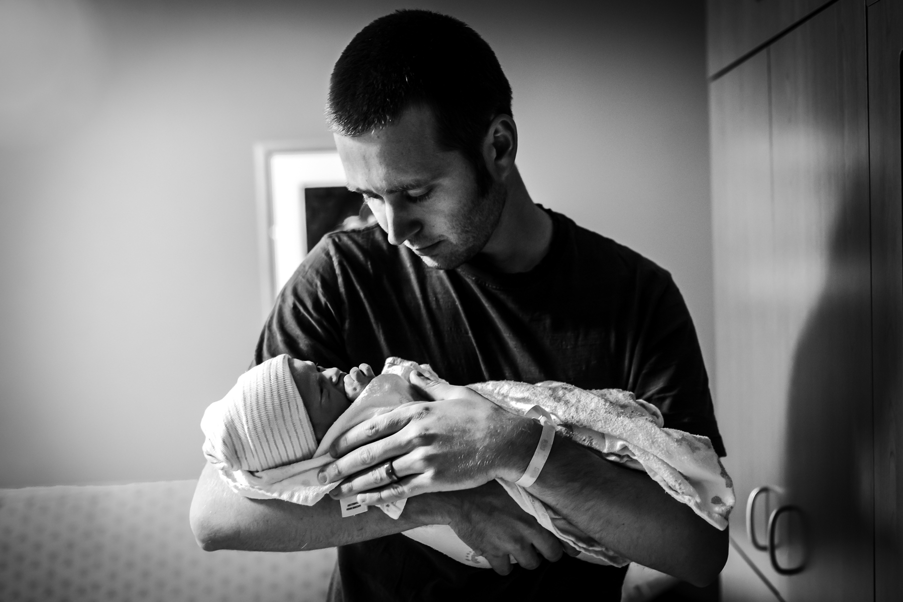 lutheran-medical-center-birth-photography-father