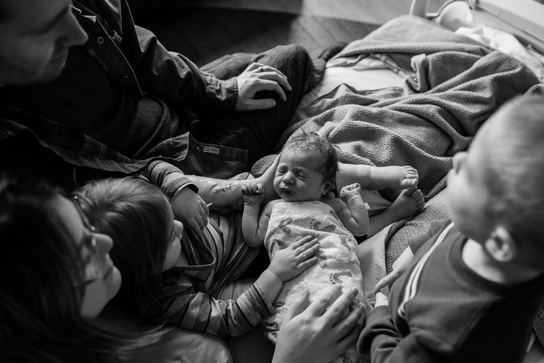 lutheran-medical-center-birth-photography-family-of-five