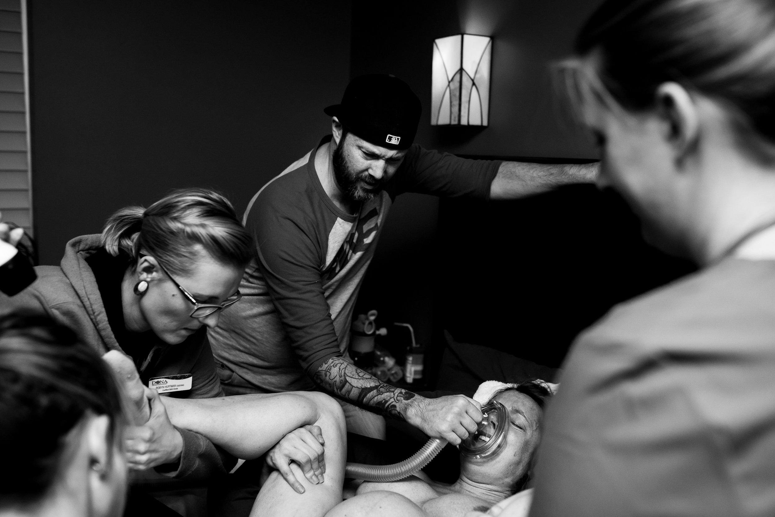 Mountain-Midwifery-Birth-Photographer-Pushing