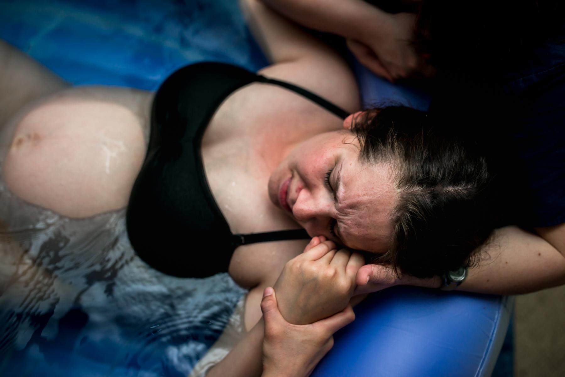 Denver-Homebirth-Photographer-Water-Labor