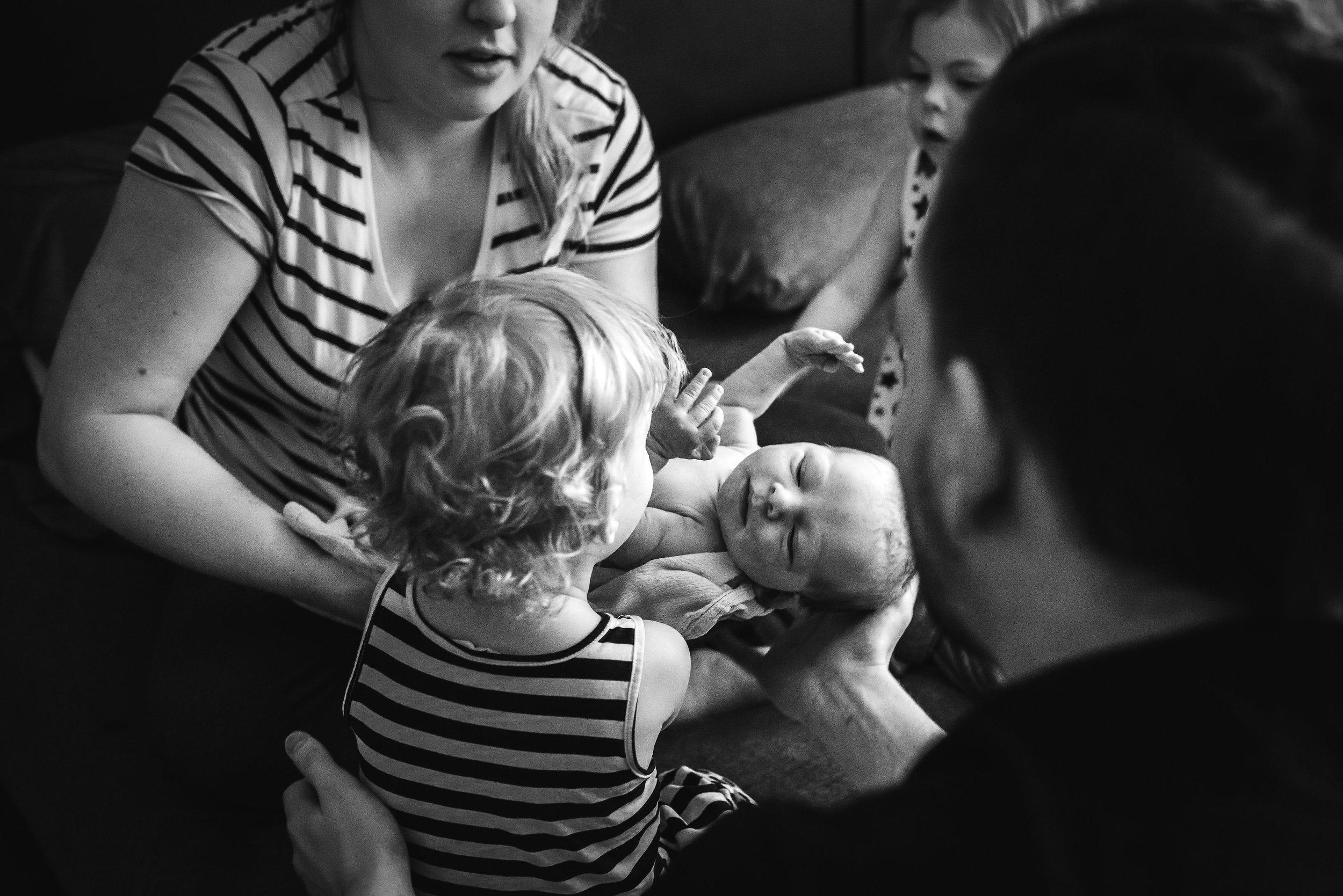 big-sisters-meet-baby-denver-home-birth